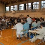 鹿折中学校で開かれた復興事業の説明会