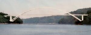 鋼中路式アーチ橋となる気仙沼大島大橋の完成予想図