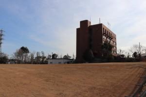 新消防庁舎の建設予定地。奥は現消防庁舎