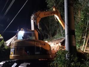 土砂崩れで活躍する建設業界の重機(千葉市緑区内、小松土建提供)