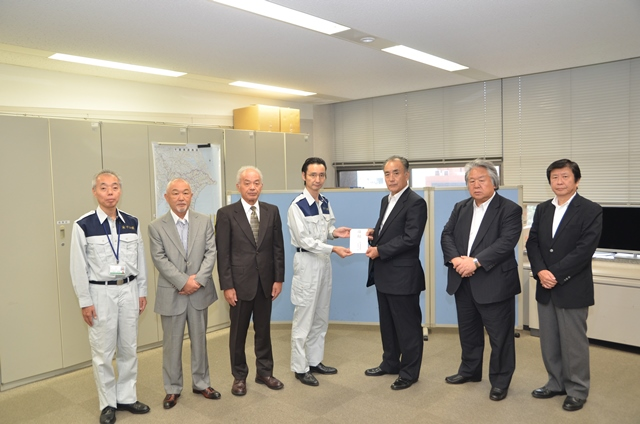 (左から)神作担当部長、小宮山副会長、髙橋副会長、河南部長、畔蒜会長、内山副会長、大林専務