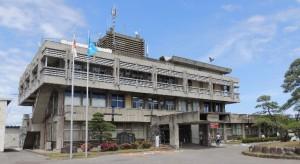 建て替える方向性が示された役場庁舎