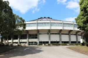 房総半島台風で屋根が被災した体育館