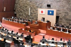 t5152提出議案を説明する熊谷知事2