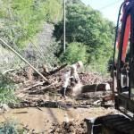 国道465号で法面から崩落した土砂などを撤去(君津市西粟倉地区)